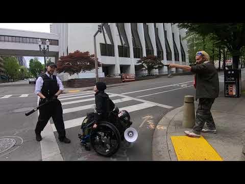 Portland Police are Pathetic – Antifa Vs. Counter Protester
